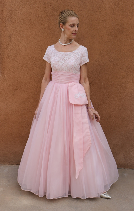 1950s Vintage Pink Chiffon and White Lace Prom Dre