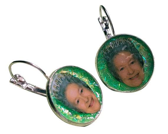 QUEEN of UK glitter earring