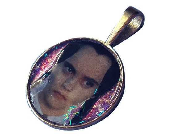WEDNESDAY ADDAMS glitter earring