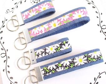 Daisy Keychain, Flower Key Chain, Pink Flower Key Fob, 2 Sizes, Black Wrist Keyring, Flower Key Chain, Gift Under 10