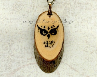 HAND PAINTED PENDANT; wood slice, stylize owl, wildlife, 16 inch gold metal chain, original art, Canadian art, jewelry, necklace,