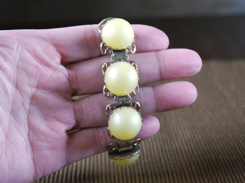 Lightweight  Vintage Jewelry Link Bracelet Yellow Lucite Cabochons Gold Tone