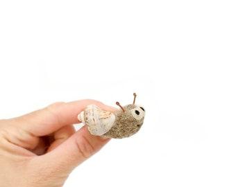 Needle felt snail brooch, Snail with seashell, Animal brooch, Shellfish, Nature inspired, Felt snail pin, Funny jewelry, Birthday gift
