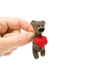 Bear with red heart brooch, Needle felt bear jewelry, Felted papa bear, Stuffed animal brooch, Grizzly bear brooch, Brown Teddy bear pin