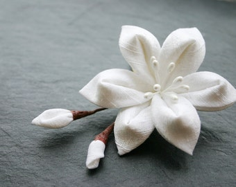 Bridal Kanzashi flower in ivory, silk dupioni, decorative comb, wedding, offwhite, hairflower, floral hair clip