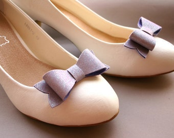 Preppy pastels! Glittery bow shoeclips in lilac, shoe clips, sparkles, sparkly, glitter, bows, bridal shoe clips, iridescent lilac, purple