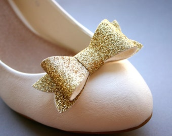 Glitter on! Sparkling shoe clips in gold, bows, bow clips, golden, glittering, bridal, pinup, burlesque, wedding, glittery,