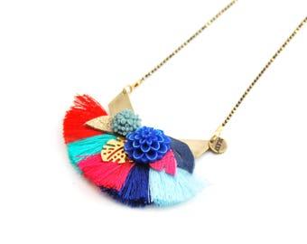 Flora - Collier sautoir esprit bohème coachella à fleurs et pompons bleu, rouge, rose, turquoise, printemps, été - cadeau pour femme