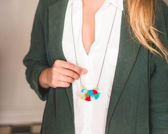 Flora - Collier à pompons bohème turquoise, rouge, vert, bleu