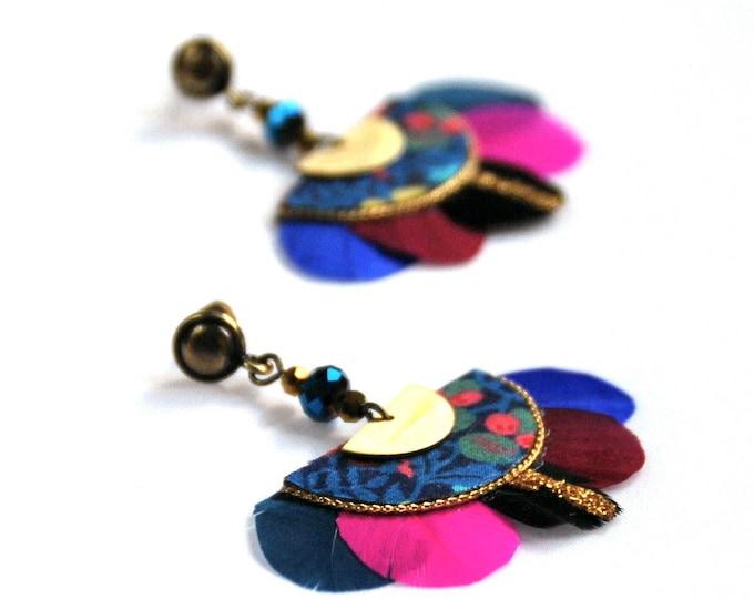 Featured listing image: Gilda - Boucles d'oreilles à plumes rose et bleues, tissu Liberty
