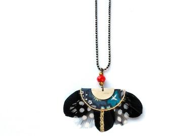 Gilda - Collier plumes bohème romantique d'inspiration art déco noir, doré, blanc