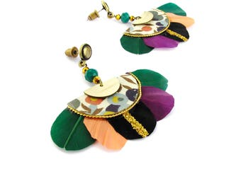 Gilda - Boucles d'oreilles à plumes vert bouteille, oranger, violet, noir pailleté, doré