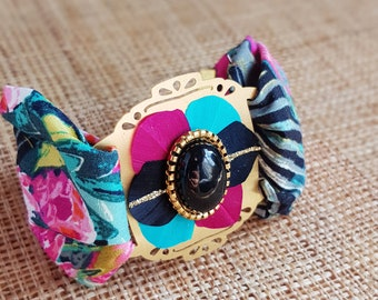 Exotic cotton bracelet with a black onyx cabochon and feathers glued to a brass stand for women