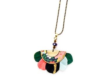 Gilda - Collier plumes vert, rose, noir, atk, tissu liberty