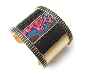 Solange - Bracelet manchette inspiration art déco en laiton, noir et motif fleurs