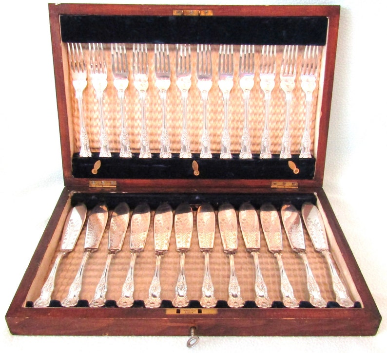 Stunning Antique Victorian 24 Piece Cutlery Set Silver Plated Original Oak Wooden Box Kings Pattern Cutlery Aesthetic Movement Engraving