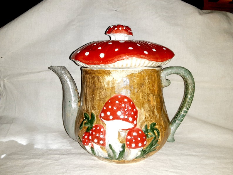 handpainted order now.. Out of stock Month wait Handmade Big Tea Pot Mushroom Coffee Tea white clay,high-fired glazes cast