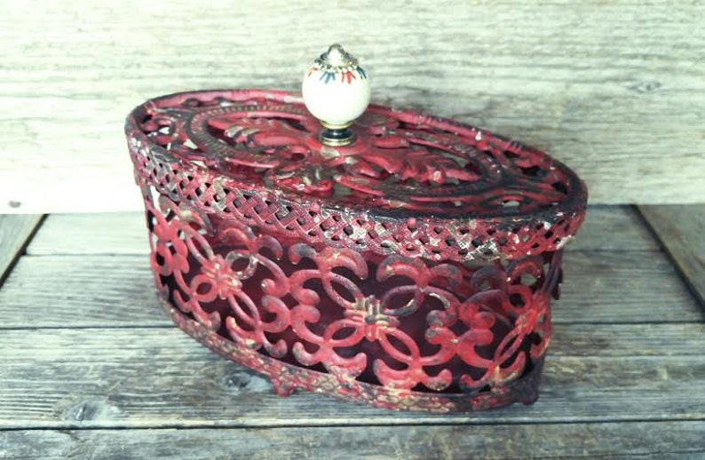 Ornamental See-Through Container Trinket Box Metal Red Box Ornate Shabby Chic Decor Oval Potpourri Basket with Lid Jewelry Box