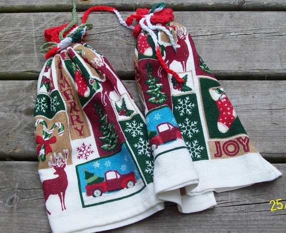 CLEARANCE! ~ Set of 2 HANG TAB Christmas Kitchen Towels ~ Were 10.99 ~ Now  Just 5.00!