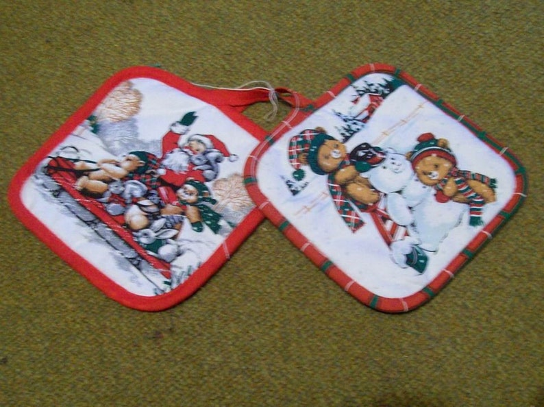 ONE DOLLAR Sale ~ Pot Holders ~ Set of 2 ~ Was 9.99 ~ Now Just 1.00!
