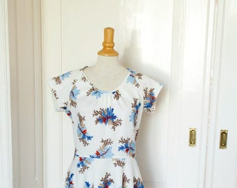 Vintage 70 80s dress with floral print//Vintage flower power dress