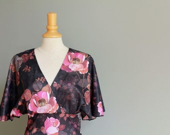 Vintage 70s dress with exotic floral print, most suitable for size S