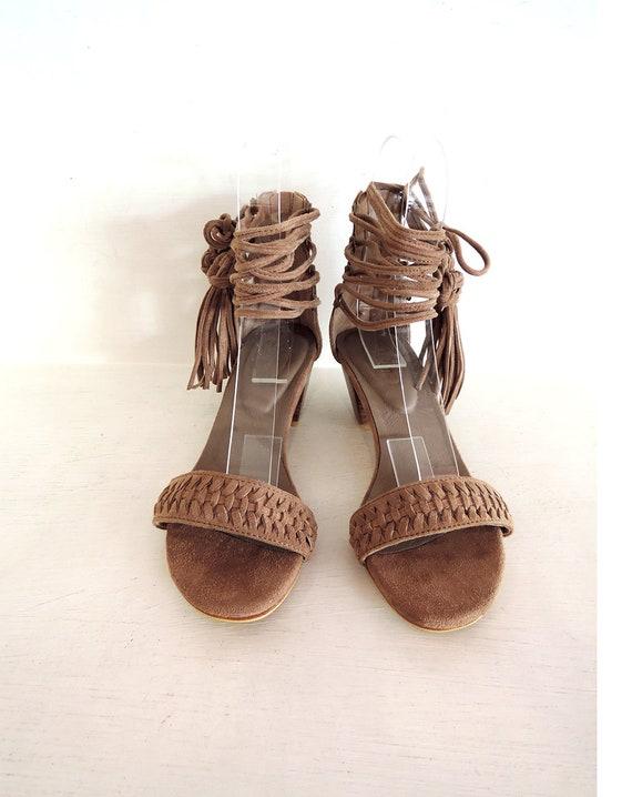 Chinesische Knoten Tanzschuhe, Fransen Schuhe, Blockabsatz. Leder Schuhe Schuhe Leder Beige Wildlederschuhe. Boho Chic Stil. Handgefertigte Schuhe