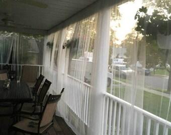 Eine Weiße Moskitonetz Vorhang Panel. Terrasse Oder Schlafzimmerfenster  Gardine Für Bett Zelt Veranda, Außen Vorhänge