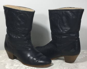 Leather Cowboy boots, Western boots, Size 8 1/2 boots, Stylish boots, Leather boots, Women's boots, Black leather boots, Cowgirl boots