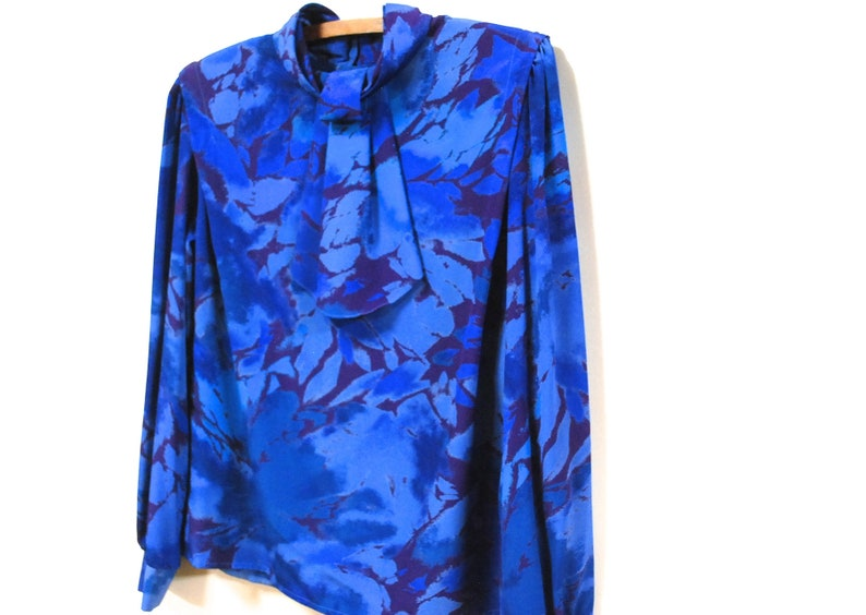Jabot Collar Blouse 80s Blue Abstract Print Shirt Vintage Long Sleeve Fancy Pussy Bow Neckline Eighties Retro VTG 1980s Size S-M