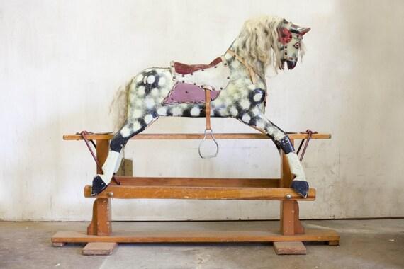 Cheval à bascule en bois/tissu anglais ancien