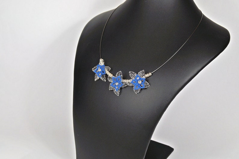 filigree collier with flowers made of wire image 0
