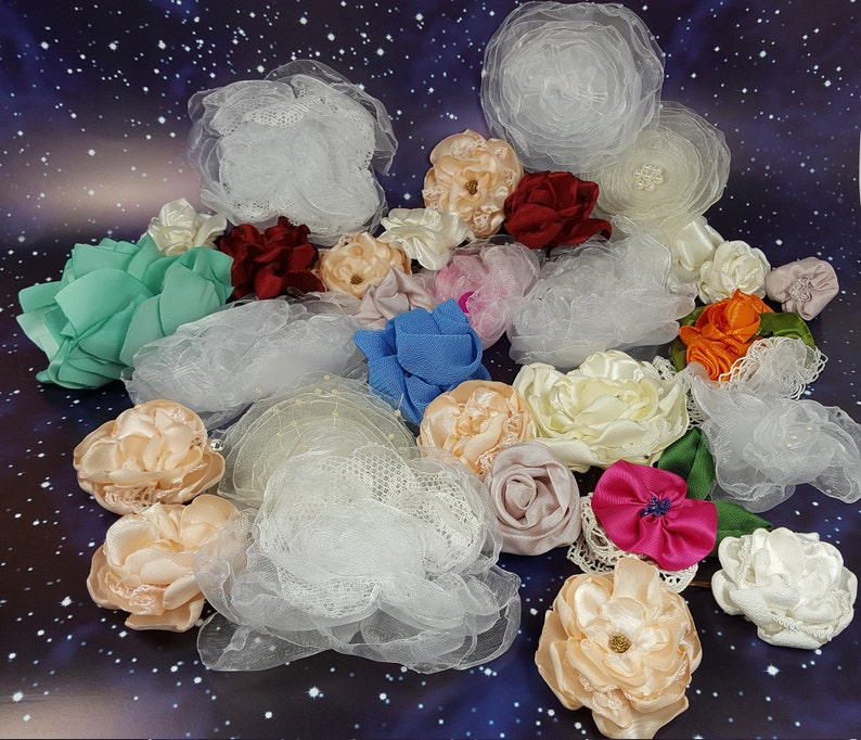 30 fabric flowers to sew on image 0
