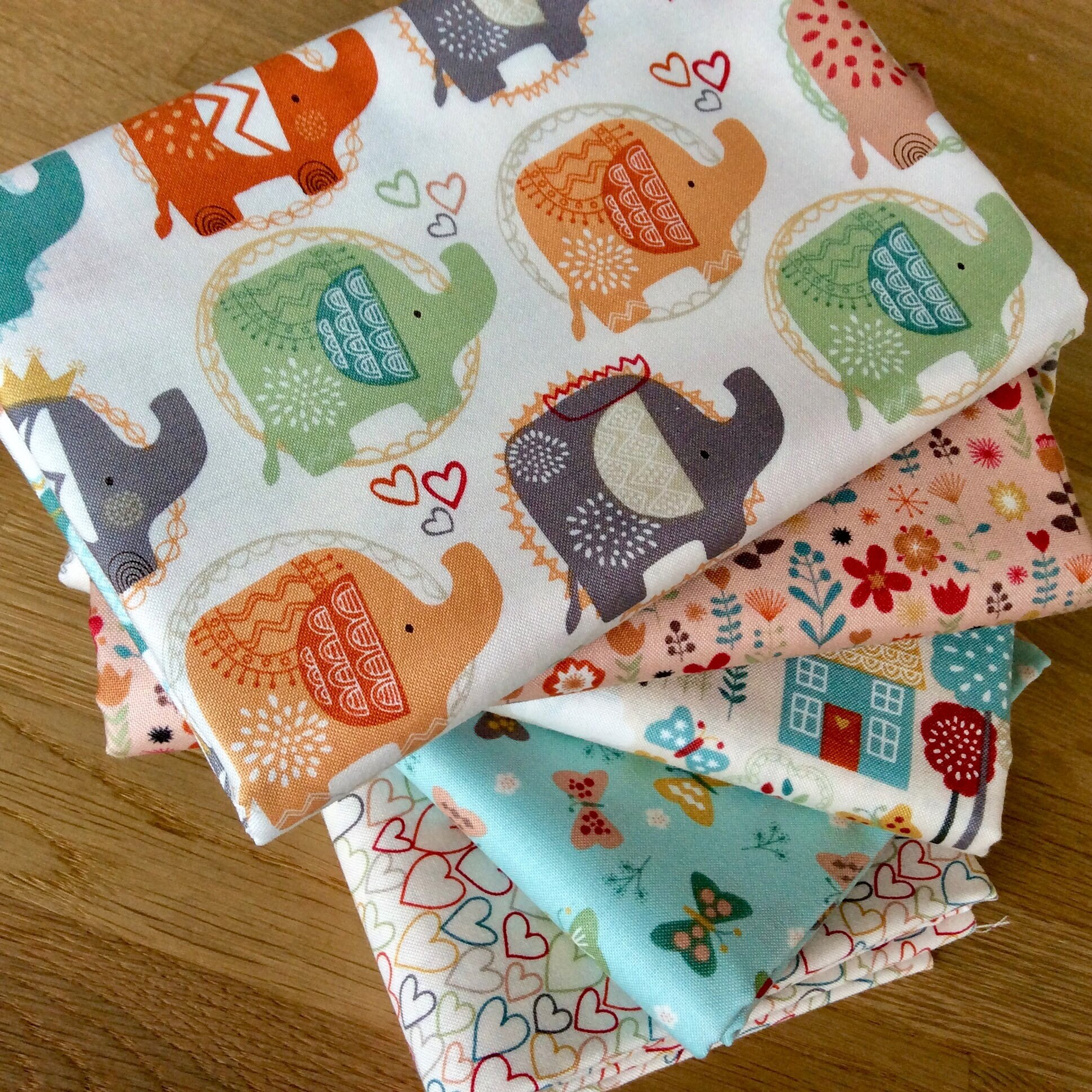 ELLIE FLORAL BLUE Novelty Quilting Craft Cotton Elephant Fabric Makower