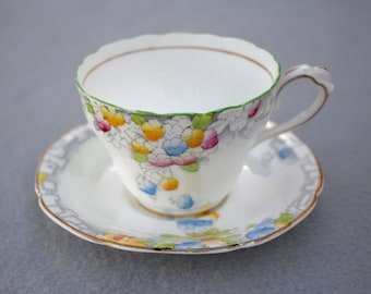 Teacup Paragon By Appointment to HM The Queen & HM Queen Mary Fine Bone China England Regd Elise