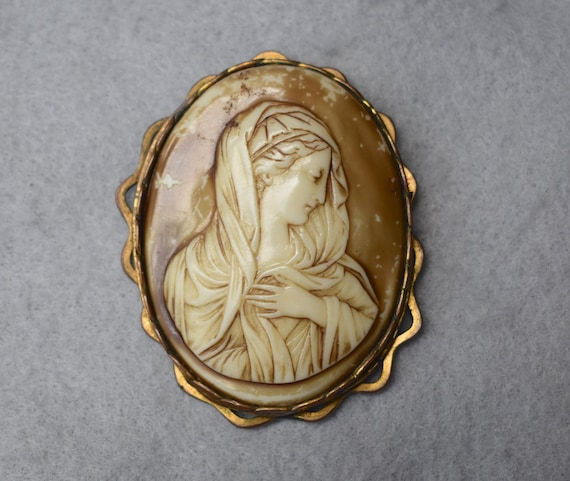 Molded Celluloid Madonna Cameo in Plated Bronze Fr