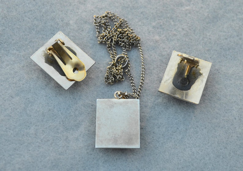 Jade and Gold Flake in Lucite Necklace and Earring Set Vintage