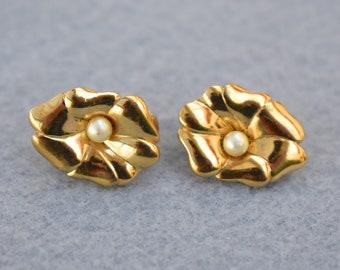 Crown Trifari Flower Clip On Earrings with Pearl Vintage