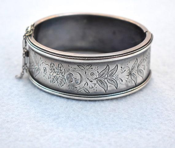 6151 Vintage Floral Cuff Bracelet Demi Parure Bracelet /& Clip Earrings