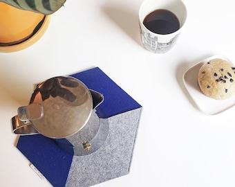 INFINITO POSAFUENTES   Hexagonal felt trivet, handmade / Geometric hot pad, Felt table mat / 100% German Merino wool felt, blue & gray color