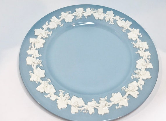 10  inch Wedgwood Plate, Wide Rim Wedgwood Dinner Plate,  Cream on Lavender Plate, Smooth Edge Wedgwood Plate