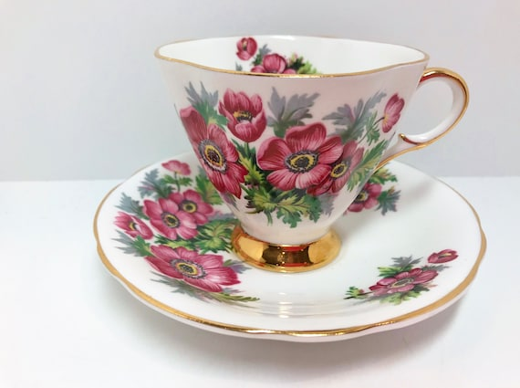 Clarence Teacup and Saucer, Antique Tea Cups Vintage, Floral Tea Cups, English Bone China Cups, Friendship Cup, Antique Teacups Vintage