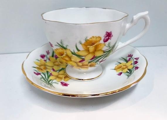 Queen Anne Teacup and Saucer, Daffodil Teacup, Yellow Floral Teacup, Antique Teacups Vintage, Antique Tea Cups Vintage