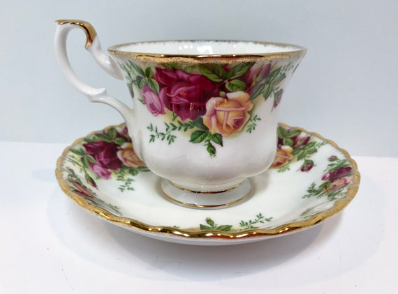 Royal Albert Teacup and Saucer, Old Country Roses Teacup, Vintage Teacups, Teatime Tea Cups Vintage, Housewarming Gift, Friendship Gift