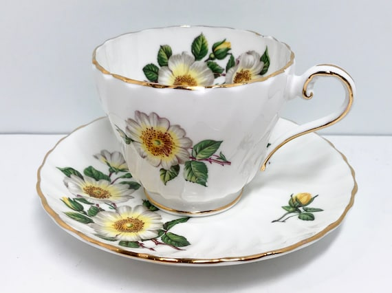 Aynsley Teacup and Saucer, Daisy Teacup, English Bone China Cups, Antique Tea Cups Vintage, Friendship Cup, Aynsley Teacup, Teatime Teacups