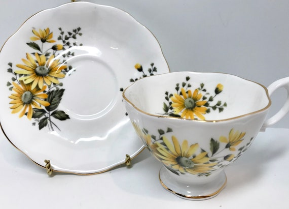 Yellow Daisies by Royal Albert Tea Cup and Saucer, Vintage Tea Cups, English Bone China Cups, Yellow Daisy Cup, Floral Tea Cups