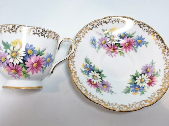 Daisy Tea Cup by Collingwoods Bone China, Antique Teacups, Tea Cups Vintage, English Bone China Cups, Floral Tea Cups, Daisies Tea Cup