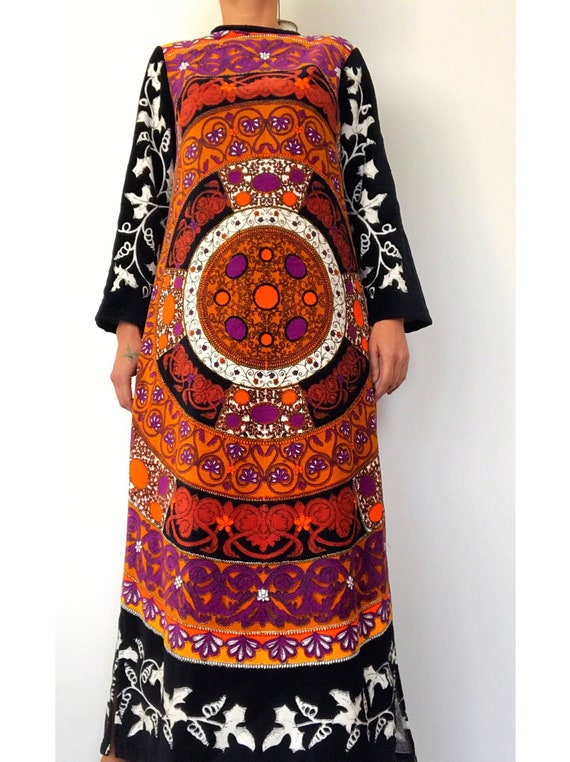 1960s PSYCHEDELIC Pattern Wearable art brushed tow