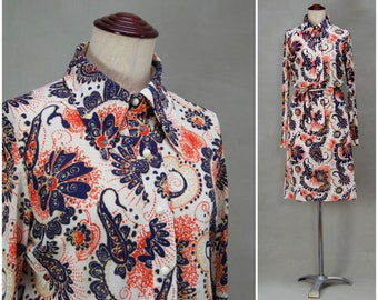 Vintage dress, 1970's printed day dress, Body conscious shirt dress, Paisley printed design, 70's oversized spearpoint collar, Shirt waister