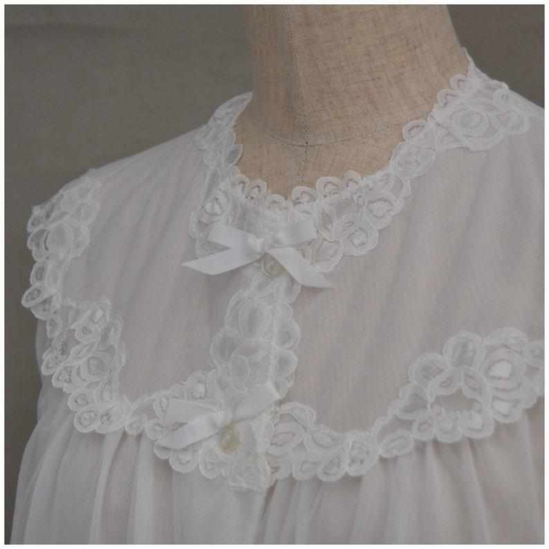 short robe  peignoir Lingerie 1960/'s White nylon bed jacket with pretty floral lace detail Vintage Bed Jacket Sheer 60/'s nightwear